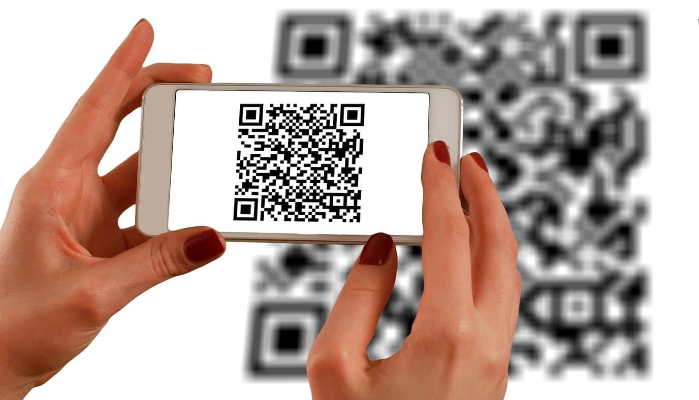 content/en-gb/images/repository/isc/2020/9910/a-guide-to-qr-codes-and-how-to-scan-qr-codes-1.jpg