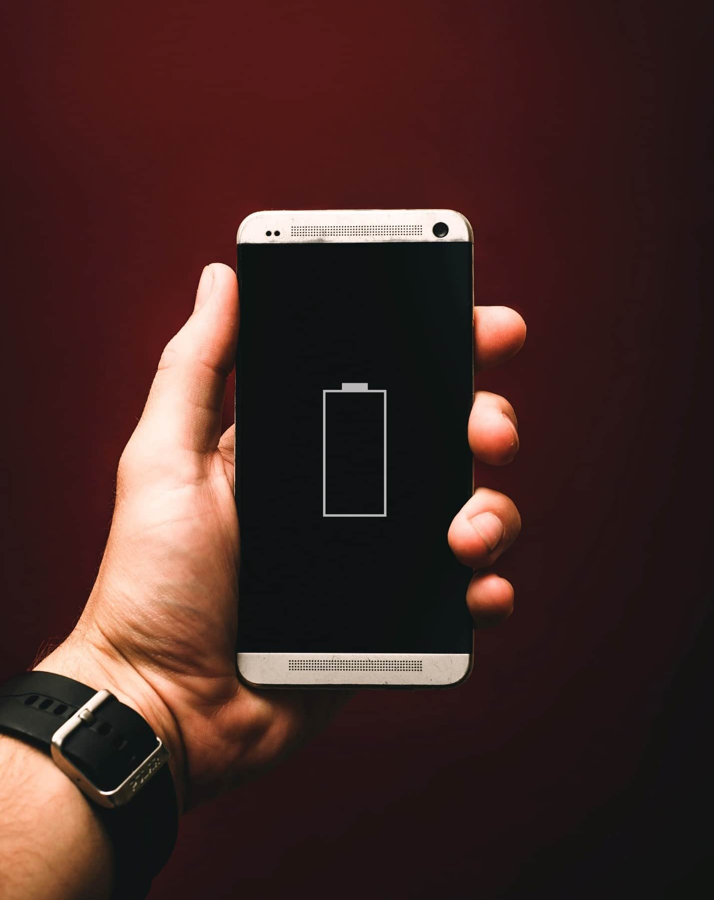 content/en-gb/images/repository/isc/2020/9910/prolong-your-smartphone-battery-lifespan-1.jpg